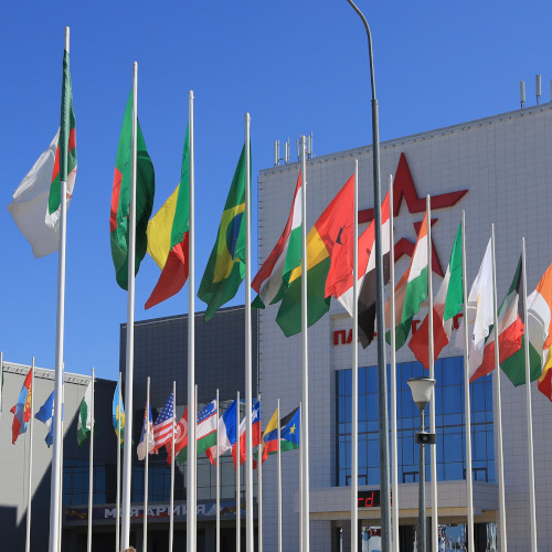 Флаги стран на мачтах флагштоках из стекловолокна