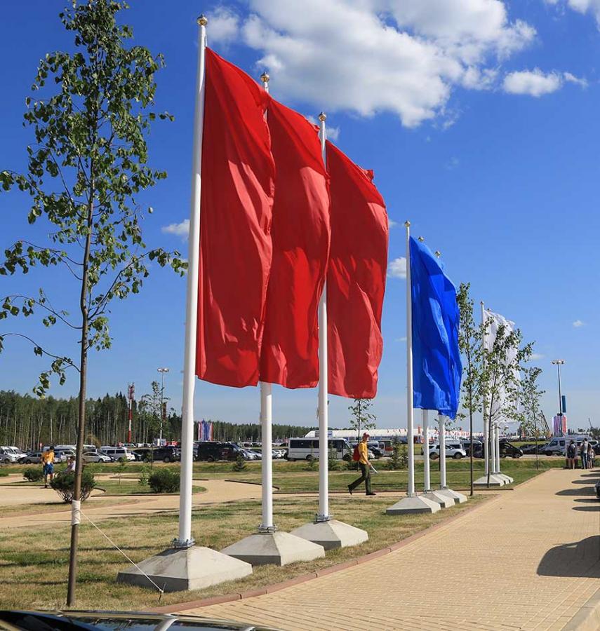 """Флагштоки для флагов большого размера, уличные, фасадные для помещения, держатель для флагаот компании """"Семирозум проект""""."""