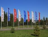 Вертикальные флаги с логотипом на мачтах флагштоках для оформления выставки Патриот 2018