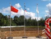 Мобильные флагштоки с горизонтальными флагами