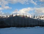 Флаги и флагштоки на Олимпийском стадионе для соревнований по фристайлу