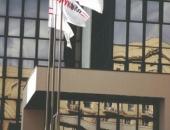Флаги с логотипом на мачтах флагштоках