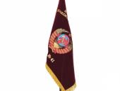 Вышитое знамя на напольном флагштоке